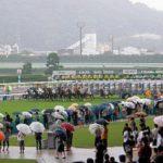 競馬は雨で中止になるの?レース開催の取り止めの条件!